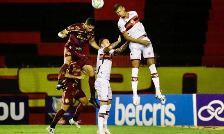 Com a vitória, Dragão chega aos 27 pontos. Leão fica com 25 | Foto: Divulgação | Sport Club Recife - Foto: Divulgação | Sport Club Recife