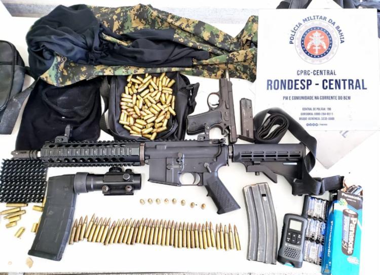 Foram apreendidos um fuzil M4 calibre 5,56 e dois carregadores, uma pistola Bessa calibre 9 mm, mais de 100 munições   Foto: Divulgação   SSP - Foto: Divulgação   SSP