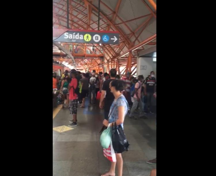Atraso na circulação gerou aglomerações nas estações   Foto: Cidadão Repórter   Via Whatsapp - Foto: Cidadão Repórter   Via Whatsapp