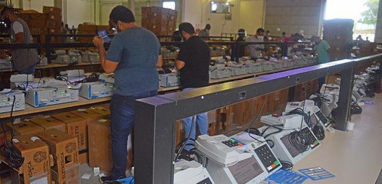 Na capital o procedimento ocorrerá até a próxima quinta-feira, 12, no Centro de Apoio Técnico (CAT), em Porto Seco Pirajá. | Foto: Divulgação | TRE-BA - Foto: Divulgação | TRE-BA