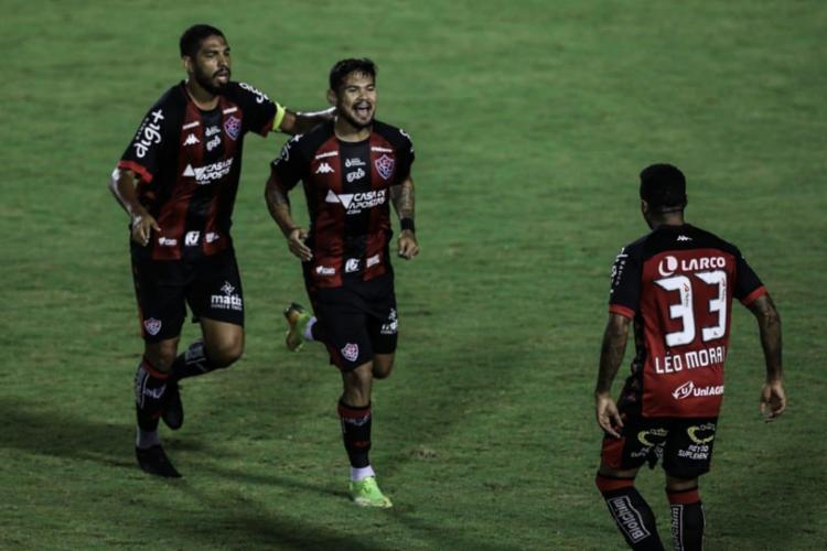 Leo Ceará (centro) marcou o segundo do Leão, que não vencia por três gols desde março | Fotos: Uendel Galter | Ag. A TARDE - Foto: Uendel Galter | Ag. A TARDE