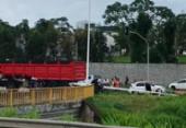 Caminhão derruba poste após colisão na avenida 29 de Março | Foto: Cidadão Repórter | via WhatsApp