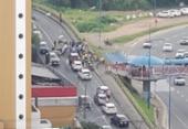 Viatura da PM capota e deixa trânsito lento em ladeira de Brotas | Foto: Reprodução | Cidadão Repórter