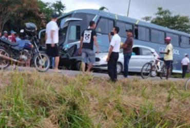 Quatro pessoas morrem após acidente envolvendo carro e ônibus na BA-262