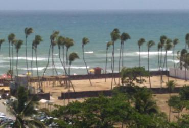 Moradores denunciam suposto espaço de festa em Buraquinho; proprietário diz que é barraca