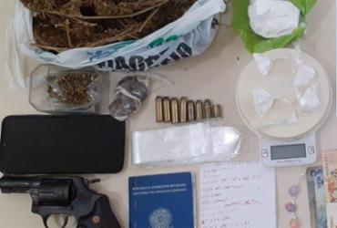 Casal é preso com armas e drogas em Lauro de Freitas