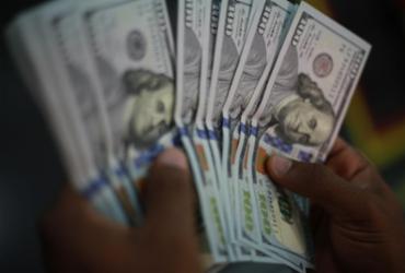 Dólar volta a fechar acima de R$ 5,50 com tensões no exterior | Joá Souza | Ag. A TARDE