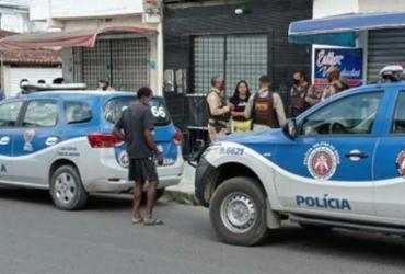 Três pessoas são mortas dentro de barbearia em Feira de Santana