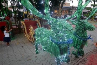 Mais de 25 mil garrafas pet remetem ao Natal na Praça Ana Lúcia Magalhães, na Pituba | Foto: Secom