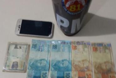 Mulher é presa suspeita de comprar cosméticos com dinheiro falso