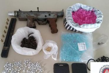 Dois são presos com drogas e submetralhadora em Itinga