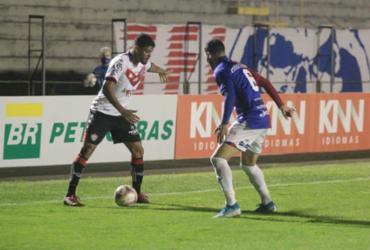 Vitória goleia o Paraná, ganha a primeira fora de casa e se afasta do Z-4 | Rui Santos | Paraná Clube