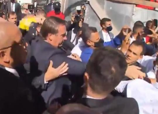 Bolsonaro é recebido por apoiadores na Igreja Assembleia de Deus em Salvador | Reprodução