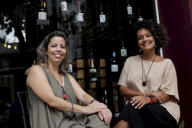 Juliana e Carol festejam as vendas para o Natal    Ag. A TARDE