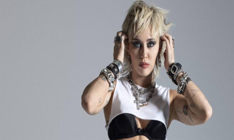 No início do ano, Miley e Anitta chegaram a fazer uma live juntas | Foto: Divulgação - Foto: Divulgação