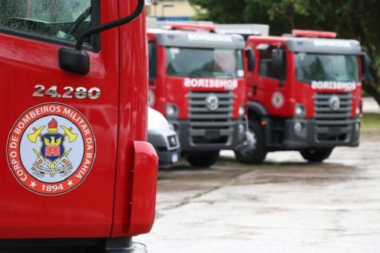 Duas equipes do Corpo de Bombeiros atuaram no local e debelaram o incêndio - Foto: Divulgação: CBM-BA