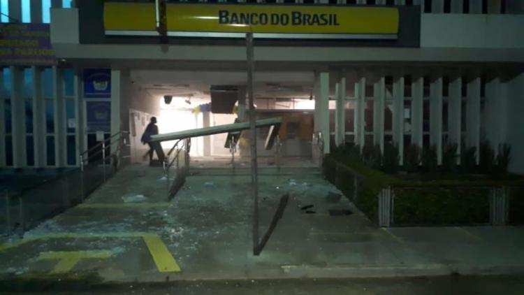 Agência bancária ficou destruída após ação do grupo criminoso - Foto: Reprodução