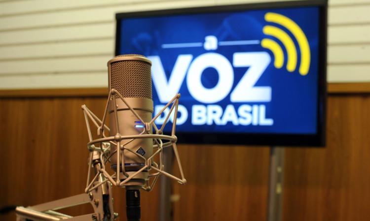 Emissoras de rádio são obrigadas a retransmitir o programa diariamente I Foto: Agência Brasil - Foto: Agência Brasil