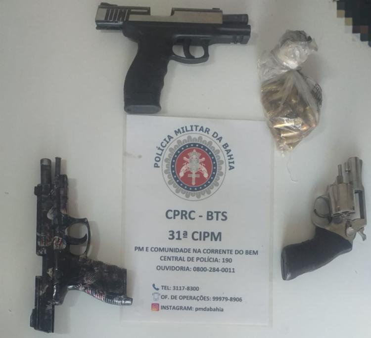 Duas pistolas, um revólver, carregadores e munições foram apreendidos com os criminosos | Foto: Divulgação | SSP - Foto: Divulgação | SSP