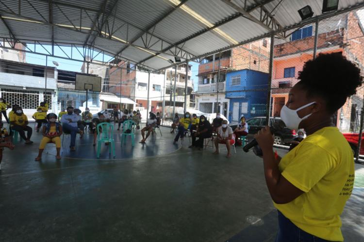 Ato foi realizado na quadra da escola Comunitária Santa Luzia | Foto: Olga Leiria | Ag. A TARDE - Foto: Olga Leiria | Ag. A TARDE