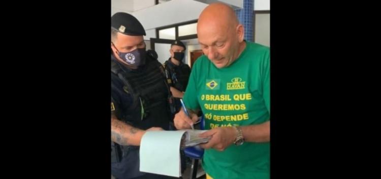 O dono da rede varejista e apoiador de Bolsonaro transmitiu sua detenção nas redes sociais | Foto: Reprodução - Foto: Reprodução