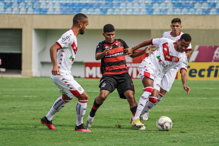 O resultado fez com que o Leão perdesse a oportunidade de se aproximar da metade de cima da tabela de classificação | Foto: Guilherme Drovas | Oeste FC - Foto: Guilherme Drovas | Oeste FC