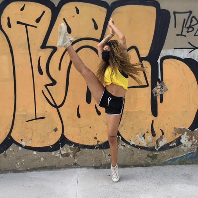 A dançarina e coreógrafa Gabriela Angélica, mais conhecida como Medusa, se considera também influenciadora digital e tem 18 mil seguidores no perfil @amedusa_ | Foto: Arquivo pessoal - Foto: Arquivo pessoal