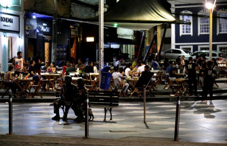 Bares, restaurantes e similares têm funcionamento autorizado das 11h às 21h30   Foto: Adilton Venegeroles   Ag. A TARDE - Foto: Adilton Venegeroles   Ag. A TARDE