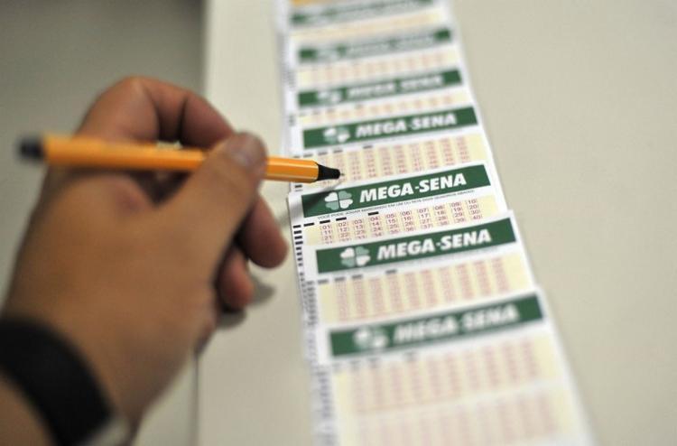 Cada aposta que acertou os seis números vai receber R$ 162.625.108,22 - Foto: Marcello Casal jr.   Agência Brasil