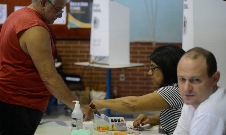 Quem não apresentar a justificativa poderá pagar multa, que varia de 50% a um salário mínimo | Foto: Tânia Rêgo | Agência Brasil - Foto: Tânia Rêgo | Agência Brasil