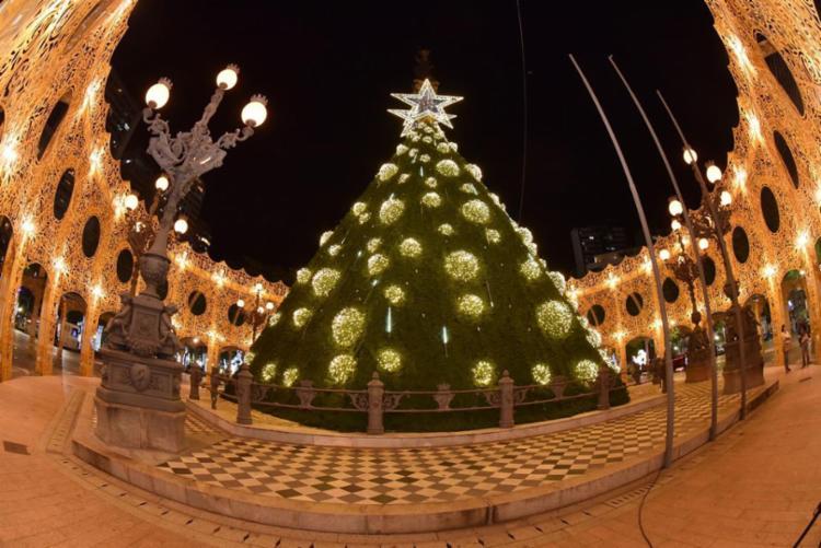 Agora, é possível fazer o agendamento para ver as luzes natalinas na Praça 2 de Julho, também às 22h10 | Foto: Divulgação - Foto: Divulgação