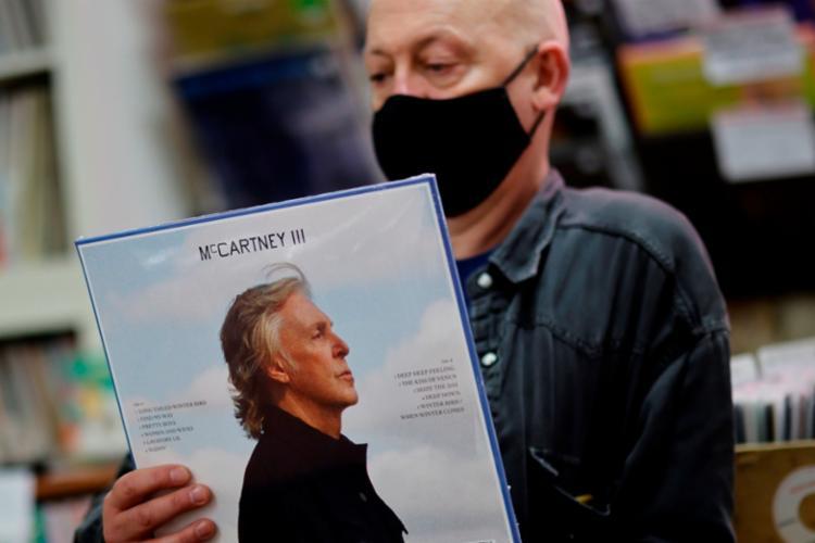 O novo álbum de Paul McCartney, lançado uma semana depois do planejado, é a terceira parte de um tríptico   Foto: Tolga Akmen   AFP - Foto: Tolga Akmen   AFP