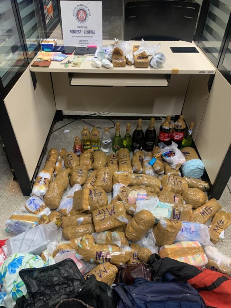 Bebidas, alimentos, roupas e materiais de higiene foram encontrados com o trio   Foto: Divulgação   SSP-BA - Foto: Divulgação   SSP-BA