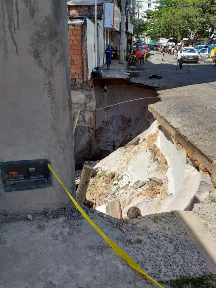 Tubulação de água foi danificada   Foto: Divulgação   Codesal