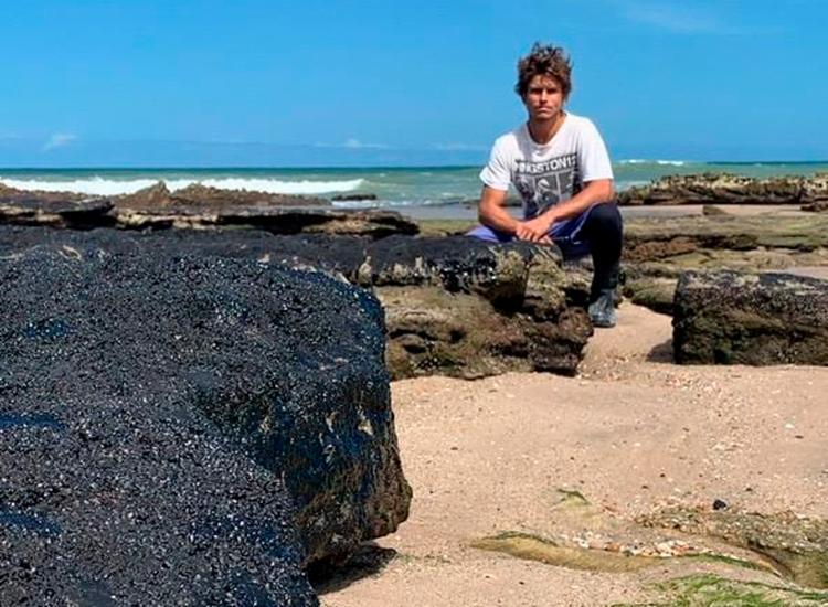 Arthur Sehbe criou grupo Guardiões do Litoral que atuou na remoção das manchas de petróleo - Foto: Reprodução | Instagram