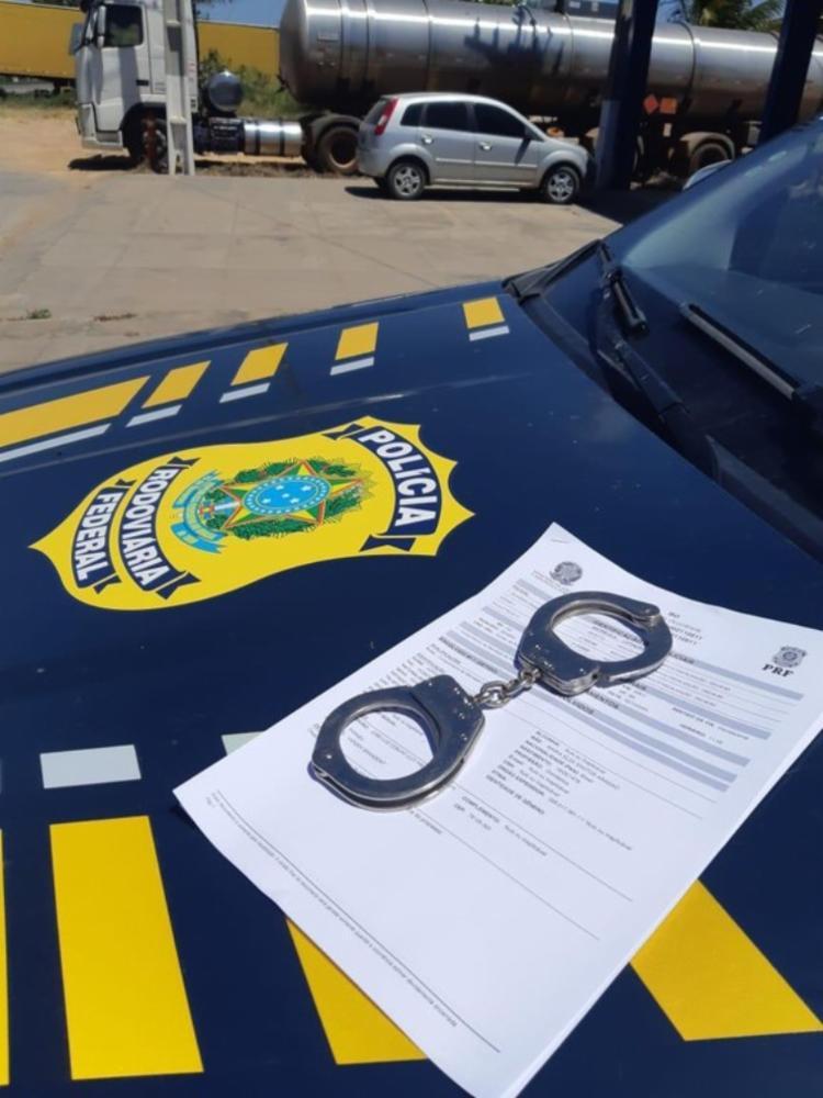 Dois mandados de prisão era pelo crime de homicídio   Foto: Divulgação   PRF - Foto: Divulgação   PRF