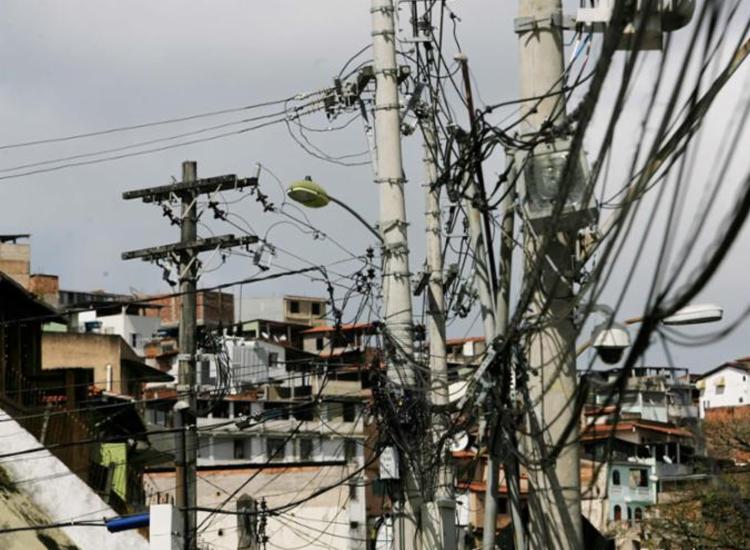 Coelba orienta a não soltar fogos próximo de fios de poste de energia | Foto: Xando Pereira | Ag. A TARDE - Foto: Xando Pereira | Ag. A TARDE
