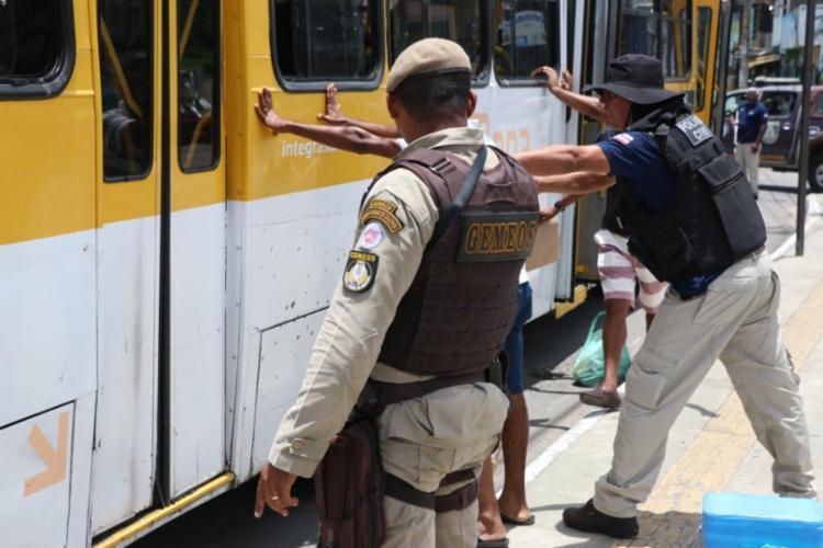 A capital baiana segue sofrendo com os assaltos a ônibus | Foto: Divulgação | SSP - Foto: Divulgação | SSP