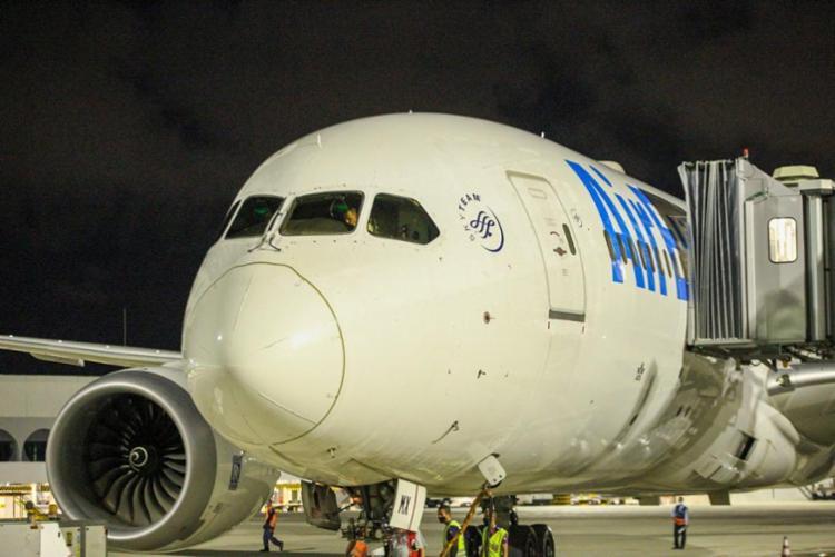aeronave que fará o primeiro voo de retomada chegou ao Salvador Bahia Airport vindo da Espanh - Foto: Roque Holanda/ divulgação Salvador Bahia Airport
