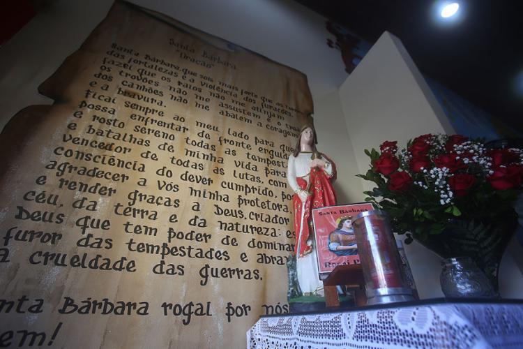 Imagem na capela no Corpo de Bombeiros no quartel da Barroquinha | Foto: Felipe Iruatã | Ag. A TARDE - Foto: Felipe Iruatã | Ag. A TARDE