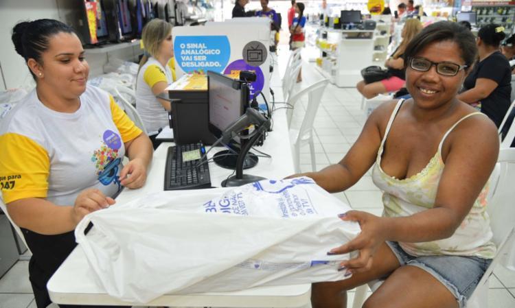 A atividade que mais contribuiu para a queda geral do setor de serviços na Bahia, em outubro, foi a de serviços prestados às famílias (-32,8%)   Foto: Antonio Cruz   Agência Brasil - Foto: Antonio Cruz   Agência Brasil