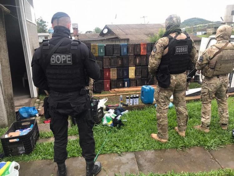 O suspeito estava hospedados em uma pousada no município e foi surpreendido pelos policiais - Foto: Divulgação   PMSC