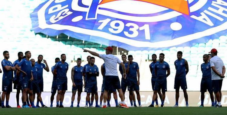 Elenco ouve instruções do técnico Mano Menezes durante preparação   Foto: Felipe Oliveira   EC Bahia - Foto: Felipe Oliveira   EC Bahia