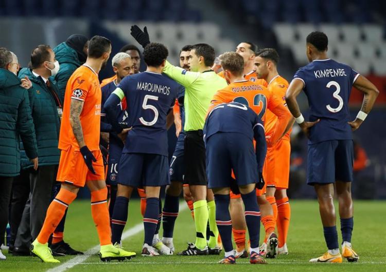 A Uefa afirmou que pretende iniciar uma investigação sobre a aplicação do cartão vermelho | Foto: EFE / EPA / IAN LANGSDON - Foto: EFE / EPA / IAN LANGSDON