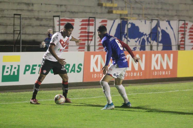 Van em ação pelo Leão no Durival Britto | Foto: Rui Santos | Paraná Clube - Foto: Rui Santos | Paraná Clube