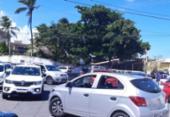 Caos em Buraquinho: trânsito trava por falta de fiscalização | Foto: Foto leitor A TARDE