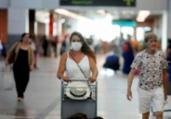 Brasil proíbe entrada de viajantes da África do Sul | Felipe Iruatã | Ag. A TARDE