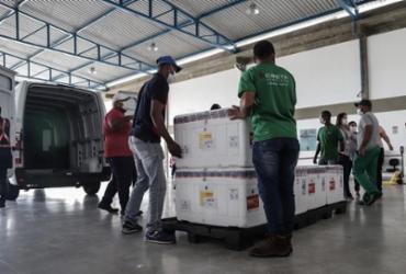 Lote com quase 120 mil doses da vacina Oxford/AstraZeneca chega em Salvador | Uendel Galter | Ag. A TARDE