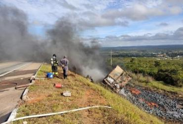 Motorista de carreta fica ferido em acidente na BR-116 | Divulgação | PRF