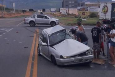 Acidente entre carro e caminhão deixa dois mortos na BR-030